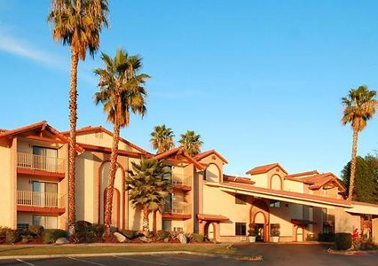 Quality Inn & Suites Bakersfield 01.[1]