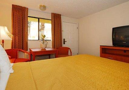 Quality Inn & Suites Bakersfield 03.[1]