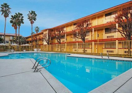 Quality Inn & Suites Bakersfield 04.[1]