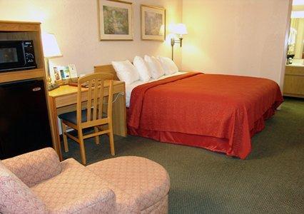 Quality Inn & Suites Vicksburg 03.[1]