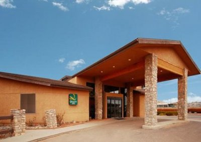 Quality Inn Navajo Nation 01.[1]