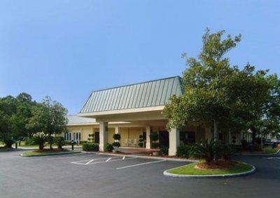 Quality Inn Savannah Midtown 01.[1]