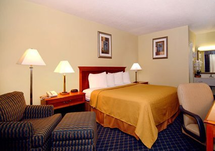 Quality Inn Savannah Midtown 02.[1]
