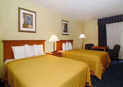 Quality Inn Savannah Midtown 03.[1]