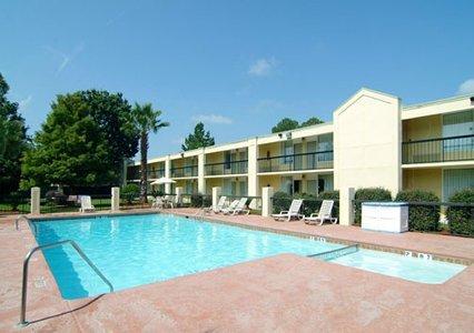 Quality Inn Savannah Midtown 04.[1]